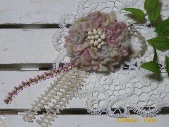 プリプリ毛糸のふんわりコサージュ(スモーキ―ピンク)の画像