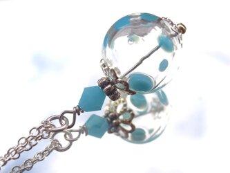 夏祭りのヨーヨーの様な水色水玉の吹きガラスのネックレス 小玉の画像