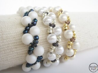 3 colors pearl braceletsの画像