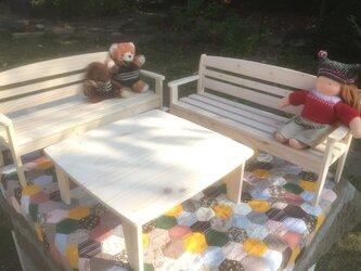 お人形用テーブルとベンチセットの画像
