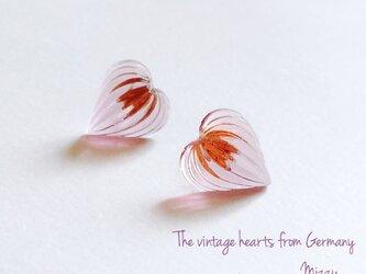 ドイツ製ヴィンテージガラス ハートのピアスの画像