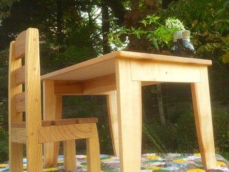 はじめてのテーブルと椅子・・歩きはじめたお子さまにの画像