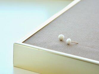 白磁のつぶピアス・14kgfの画像