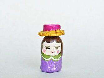 フリルのピンク帽子のひとの画像