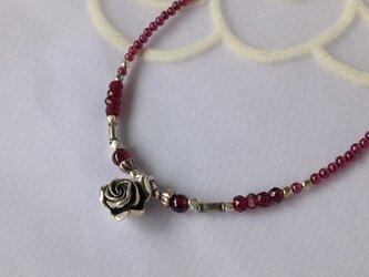 薔薇色のガーネットネックレス【カレンシルバーバラトップ】の画像