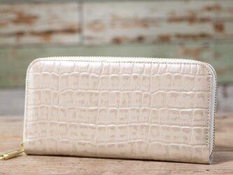 エナメルクロコ型押し ホワイトゴールド 長財布 ラウンドファスナー 牛革 皮 ハンドメイド 手作りの画像