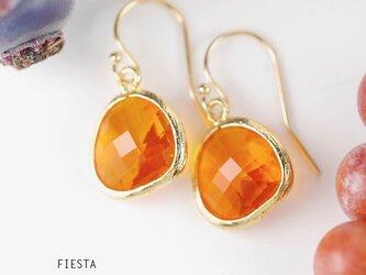 【14kgf】ガラスのフレームドロップピアス★ゴールデンオレンジの画像
