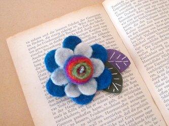 フェルト花ブローチ(青色)の画像