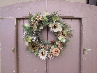 お玄関にも飾れるホワイトクリスマスのリース の画像
