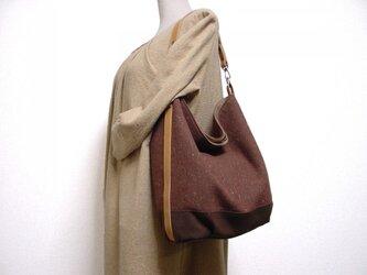 ウールと帆布の楕円底ワンハンドルバッグ(茶×ライトキャメル革)の画像