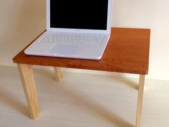 シンプルなPCテーブル・・軽いですが丈夫ですの画像