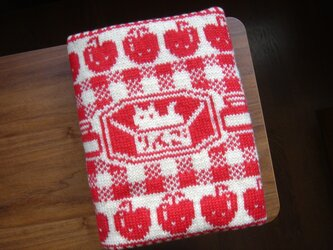 編み込みのひざ掛け リンゴ クリーム×赤の画像