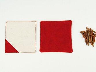 TEAtimeに華を。草木染めオーガニックコットン100%帆布コースター〜緋色(あけいろ)〜の画像
