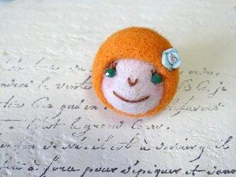 ピンバッジ おんなのこ〈オレンジ〉の画像