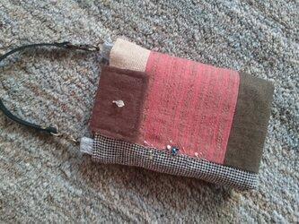 銀糸の刺繍のポーチの画像