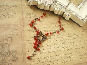 赤めのうの木の実のネックレスの画像