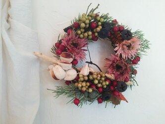 お玄関にも飾れるクリスマスのリース 直径約22センチの画像
