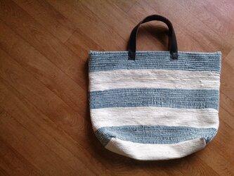 着物リメイク 青と白のボーダー裂き織りバッグの画像