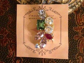 宝石箱のイヤーカフの画像