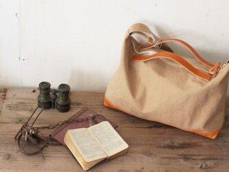 nomad・タン(タンニン染帆布×レザーショルダーバッグ)の画像