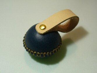 革でメタルを包んだペーパーウェイト(紺色)の画像