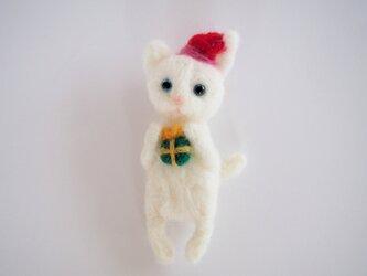白猫さんのクリスマスのブローチの画像