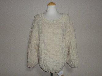 白(生成り)のメリノウールの模様編みセーターの画像