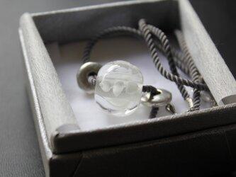 〈Machiko+S〉×〈Cristal-g〉*蜻蛉玉〈無垢〉+イタリア製ツイストコードのネックレス(グレー)の画像