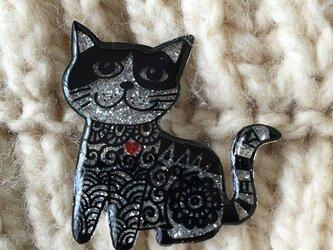 猫のピカピカブローチの画像