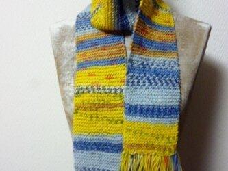 手編みロングニットマフラーの画像
