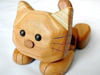 ネコのスマホ&携帯電話スタンド(楡材-茶系色タイプ)の画像