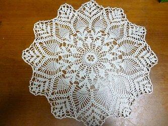 手編みレースドイリーの画像