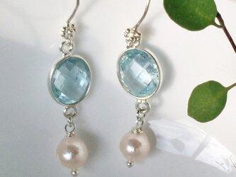 宝石質スカイブルートパーズと本真珠のピアス(イヤリング)の画像
