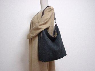 ウールのワンハンドルバッグ(濃いグレー×チョコ色革)の画像