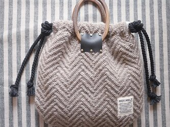 wood handle knit bag <charcoal>の画像