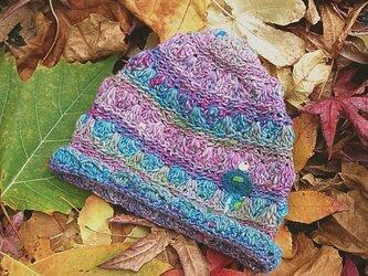 冬糸フェルト模様ニット帽子 花と雪鳥 桃水色の画像