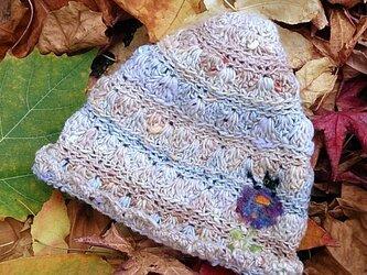 冬糸フェルト模様ニット帽子 花と黒ねこ 灰茶の画像
