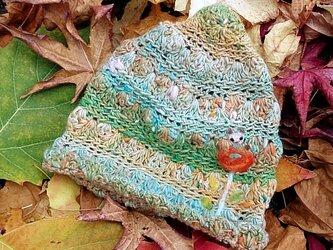 冬糸フェルト模様ニット帽子 花とねこ 緑黄の画像