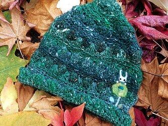 冬糸フェルト模様ニット帽子 花とうさぎ 緑の画像