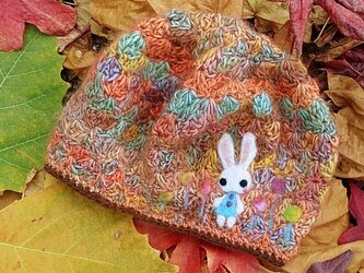 冬糸フェルト模様ベレー帽子 飴花と白うさぎ 桃茶の画像