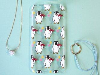 iPhoneハードケース【魚をもったペンギン】の画像