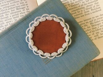 Leather&Crocheted lace Brooch(生成り)の画像