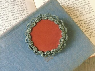 Leather&Crocheted lace Brooch(カーキ)の画像