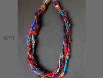 サリーシルク糸を使ったちょっとエスニックなネックレスの画像