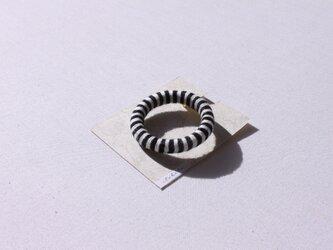 再販【ボーダー】ブローチ 黒×白の画像