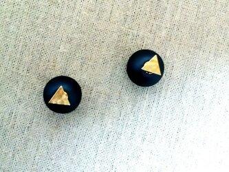凹凸三角チャ-ムとキャッチパ-ルピアスの画像