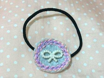 リボンのモチーフの刺繍のヘアゴムの画像