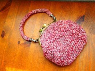 ビーズ編みバッグ-桃紫色のハートポッチがま口の画像