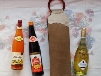 ワインのキャリーバッグ トープ豚革×仔牛毛皮×アクリルの画像