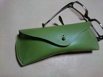 一枚革から仕立てるメガネケースの画像